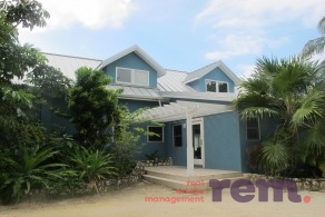Pease Bay Manor, Pease Bay beachfront family home for rent, Bodden Town / Breakers Property