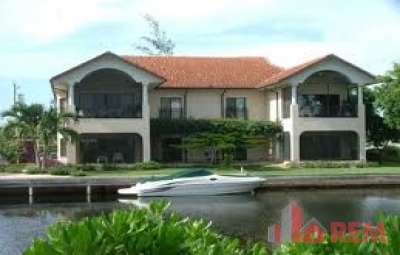 Villa Solana, Palm Heights Drive, Snug Harbour for rent, Seven Mile Beach Property