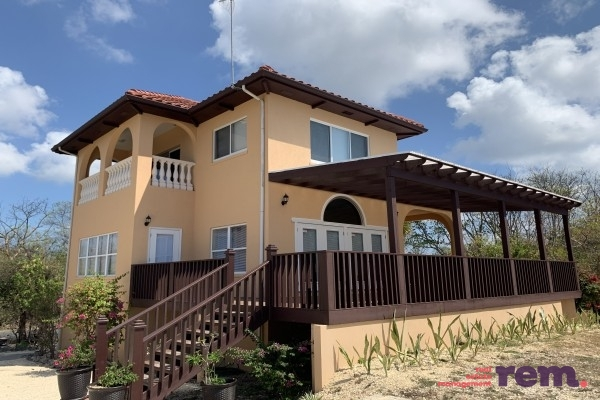 The Gatehouse, Beach Bay for rent, Bodden Town / Breakers Property
