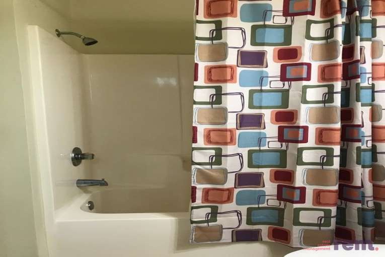 Lakeside 1 bed/1 bath, Seven Mile Corridor - Image 8